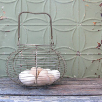 Vintage Wire Egg Basket, Farmhouse Decor, Rustic Basket, Country Kitchen, Egg Basket