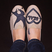 Mockingjay Painted TOMS