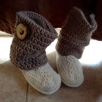 Crochet slipper boots, womens slippers, womens slipper boots, slipper boots, brown slipper boots, slippers with a button, slouch boots