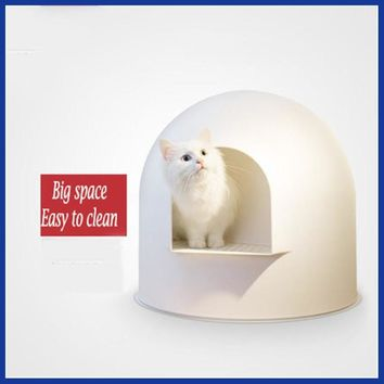 Large Plastic Cat Litter Box-Fully Covered and very Modern.
