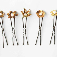 Golden flowers hair pins - white vintage inspired party hairpins