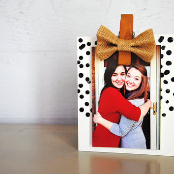 Burlap Bow black and white dots Pattern hand painted wood photo holder / photo frame / photo display / photo clip holder / polka dots