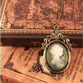 Vintage Beautiful Cameo Necklace