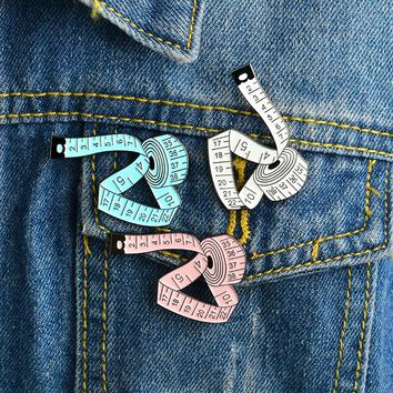 3 Colors Measuring tape Brooch White Pink Blue Sewing tool Ruler Pin Buckle Denim jacket Shirt Collar Lapel Pin Badge Jewelry