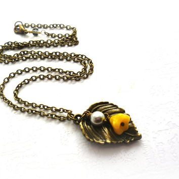 Yellow and Gray Weding, Pearl & Bronze Leafy Beaded Necklace, Yellow Bridesmaides Jewelry, Spring Summer Botanical Weddings