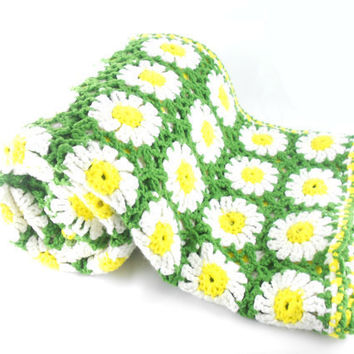 Vintage Daisy Afghan - Crocheted Granny Square Blanket