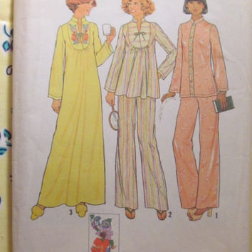 SALE Uncut 1970's Simplicity Sewing Pattern, 7724! Size 16 Med/Large/Women's/Misses/Pullover Caftan House Dress/Night Gown/Pajama Tops & Pan