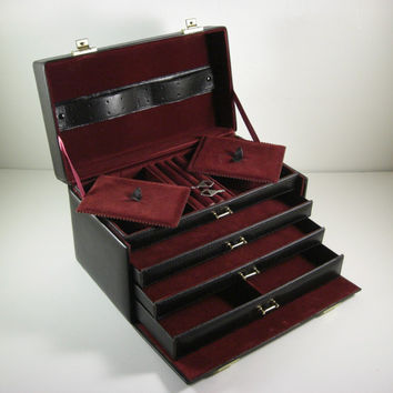 Faux Leather Multi-Compartment Jewelry Travel Case // Train Case with Lock