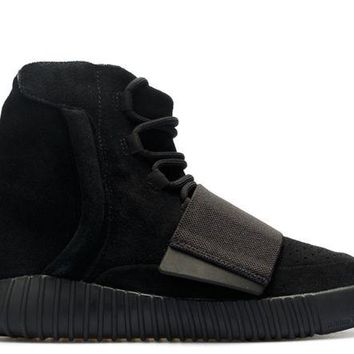 DCCKD9A YEEZY BOOST 750 BLACK