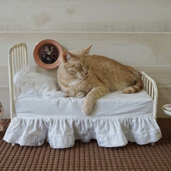 Pet Bed Iron Antique Vintage Style Dog or Cat Metal Pet Bed