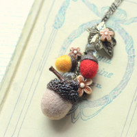 Acorn necklace, needle felted acorns, woodland theme acorns and flowers handmade necklace, brown red color, whimsical jewelry, gift under 15
