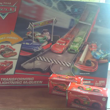Disney Cars Transforming Lightning McQueen set with 2 Bonus Cars