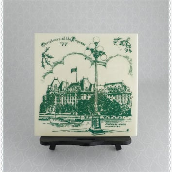 Christmas at the Empress, Ceramic Tile Trivet, Wall Hanging, Empress Hotel, Victoria BC Canada, 70s Vintage Souvenir, Cream Green, Hot Plate