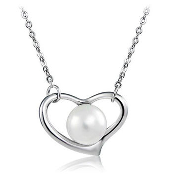 Heart Pendant Pearl Decorated Necklace (Silver)
