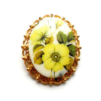 Painted Yellow Flower Brooch Vintage Portrait Milk Glass Gold Filigree Scallop Edge Pendant Magnolia Poppy