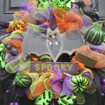 Lighted Halloween Deco Mesh Wreath, Halloween Door Wreath, Halloween Front Door Wreath, Halloween Wreath, Halloween Wreaths, Spooky Bat Sign