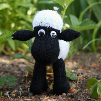 Shaun Sheep - easy soft shaped worsted sheep toy Knitting Pattern PDF