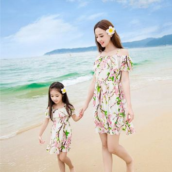 DCCKWQA 2016 summer matching mother daughter clothes seaside beach holiday princess dresses family look girl and mother dress