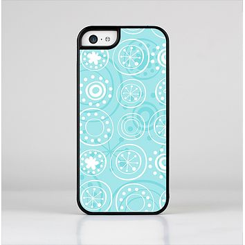 The Light Blue & White Swirls V3 Skin-Sert for the Apple iPhone 5c Skin-Sert Case