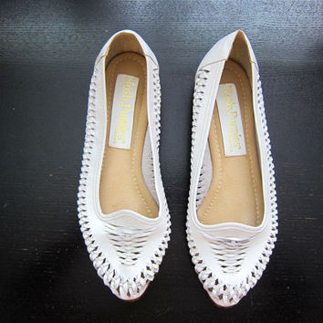 Vintage 80s White Leather Huaraches Woven Leather Sandals Summer Beach Shoes Cut Out Woven Leather Slip Ons DELLS Women's size 7.5