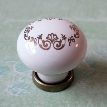 White Dresser Knobs / Drawer Knobs Pulls Handles Gold Antique Brass / Kitchen Cabinet Knobs Handle Pull / Ceramic Furniture Knob Hardware