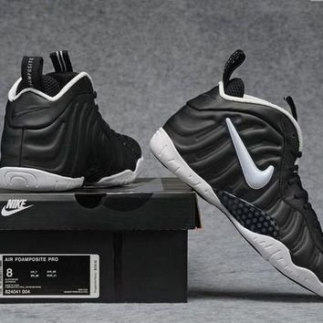 DCCKD9A Air Foamposite Pro Black/White Sneaker