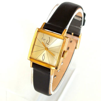 Rare vintage gold plated womens mechanical watch Luch. Small retro wrist watch 16 jewels for women. Square ladies watch 70s. Gift for her.