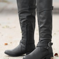 Women's Plateau Boot in Black by Daytrip.