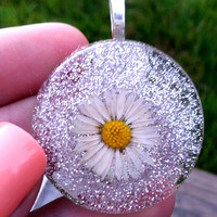 Real Micro Daisy Necklace - Living flowers - Nature Necklace - Boho Necklace - Yoga Jewelry - Terrarium - Glitter - Chic - Statement
