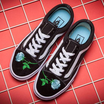Trendsetter VANS Canvas Old Skool Flower Embroidery Flats Sneake 47831b34bcda