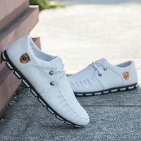 2018 New Brand Running Sneakers For Men Soft Moccasins Men Loafers Leather Shoes Men Flats Gommino Driving Shoes JH97