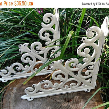 SUPER XMAS SALE Cast Iron Shelf Brackets / Shabby Chic Brackets / Shabby Chic Decor