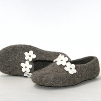 Women house shoes, felted slippers, Eco, handmade, made to order, sheep wool - floral