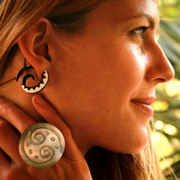 Ear Gauges, Horn Spiral Ear Gauge, Horn Curved Ear Stretcher, Tribal Organic Gauge, Ear Body Piercing, Horn Spiral Tribal Gauged Earrings,