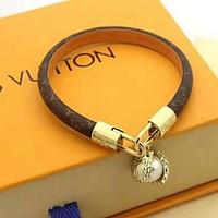 LV Louis Vuitton Newest Fashion Women Retro Pearl Leather Bracelet Hand Catenary Jewelry