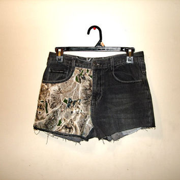 Wolf patched high waisted cut off jean denim shorts (size 4-6)