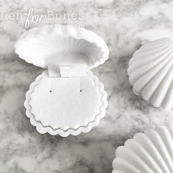 WHITE | Flocked Velvet Seashell Ring Box Beach Themed Earring Holder Mermaid Necklace Case Jewelry Packaging Supplies ∙ 1pc