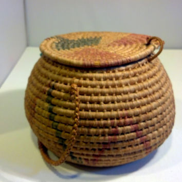 Antique Basket with Lid, Vintage Southwest Woven Rustic Basket Collectible Basket Native American Indian Design