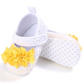 Newborn Baby Girl Shoes First Walkers Lovely Sneakers Infant Kids Shoes Princess Shoes with flowers
