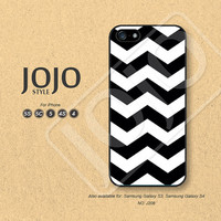 Chevron iPhone 5 Case iPhone 5c Case iPhone 4 Case iPhone 5s Case iPhone 4s Case Black and White Phone Covers Phone Cases - J208