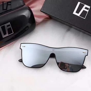 Linda Farrow Woman Fashion Summer Sun Shades Eyeglasses Glasses Sunglasses