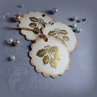 Embossed Vintage inspired Holiday Gif tags with glossy effect. Set of 8.