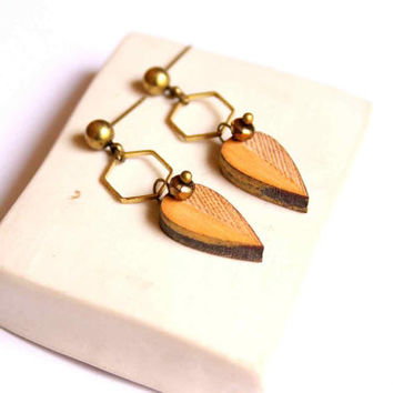 Small Leaf Stud Earring in Golden and Bronze made of Wood with Hive - Leaves - Woody collection