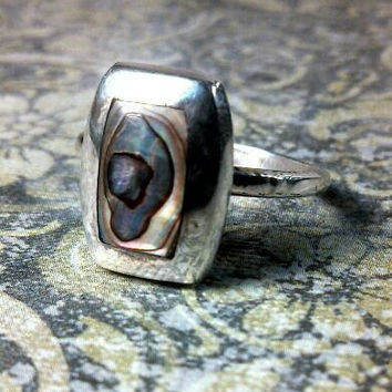 Very Pretty Abalone Sterling silver ring. Size 7.5. Hecho En Mexico. Pink purple grey blue tones abalone shell.