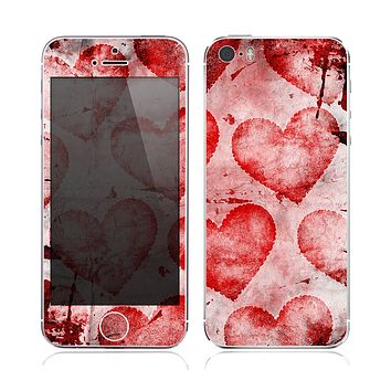 The Grunge Dark & Light Red Hearts Skin for the Apple iPhone 5s