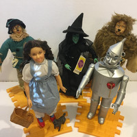 Vintage wizard of oz dolls, 1987, yellow brick road, presents, movies, toys, collector, doll stand, Christmas, holidays, witch, tin man