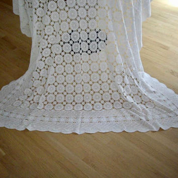 Vintage White Lace Tablecloth