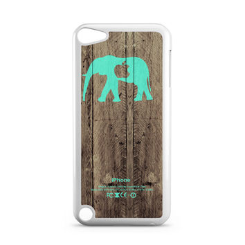 Mint chevron ELEPHANT on dark wood background iPod Touch 5 Case
