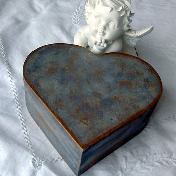 Heart-shaped wooden jewelry box skated blue paint varnished in the special varnish art Artwork