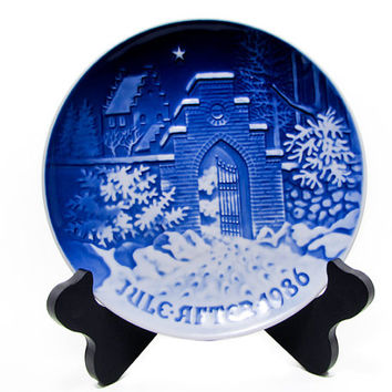 Bing Grondahl 1986 Silent Night, Holy Night Christmas Plate B&G, Kjobenhavn, Denmark Cobalt blue